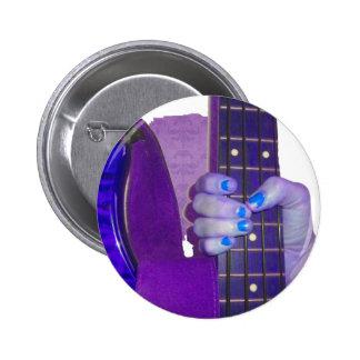 Dé sostener la guitarra baja foto azul y púrpura pin redondo de 2 pulgadas