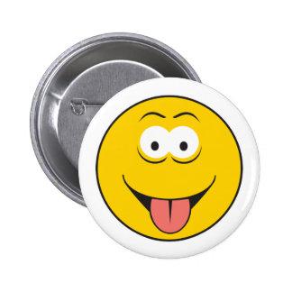 De Tounge cara sonriente hacia fuera Pin Redondo De 2 Pulgadas