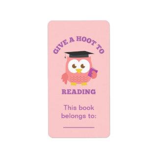 Dé un pitido a la lectura, búho del libro etiquetas de dirección