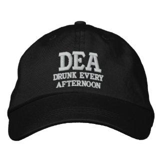 DEA (bebido cada tarde) Gorras De Beisbol Bordadas