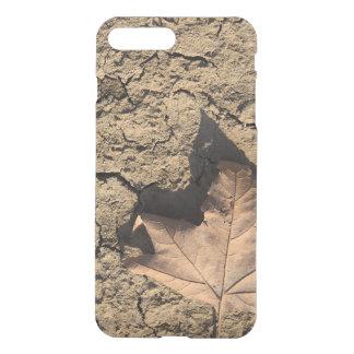 Dead Leaf on Dry Dirty Soil - Autumn Photography iPhone 8 Plus/7 Plus Case