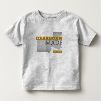Dearborn hizo la camiseta del niño