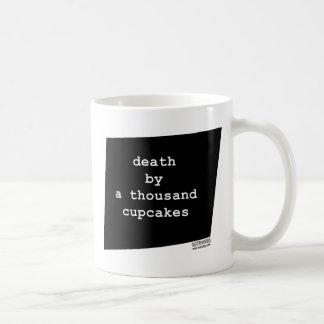 deathbyathousandcupcakes.jpg taza básica blanca