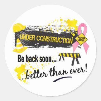 Debajo de cáncer de pecho de la construcción pegatina redonda