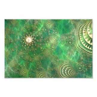 Debajo de la impresión esmeralda de la foto del ma