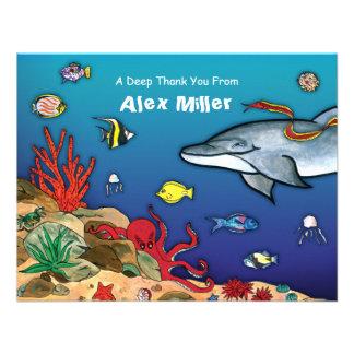 Debajo de la tarjeta de nota de la vida del océano comunicado personal