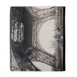 """Debajo de la torre Eiffel, antes de ascender, de """""""