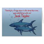 Debajo de las tarjetas de nota del tiburón del mar