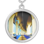 Debajo de luces del puente y de la foto azules de  grimpolas personalizadas