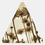 Debajo de margaritas calcomanía de triangulo personalizadas