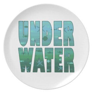Debajo del agua platos