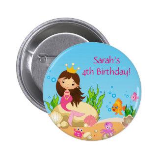 Debajo del botón del cumpleaños de la sirena del pin redondo de 2 pulgadas