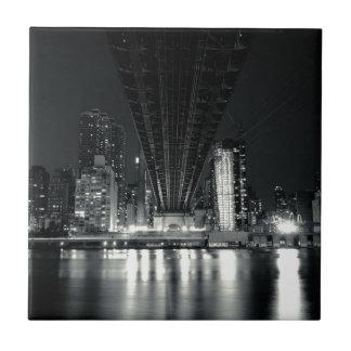 Debajo del puente de QueensBoro - NYC Azulejo Cuadrado Pequeño