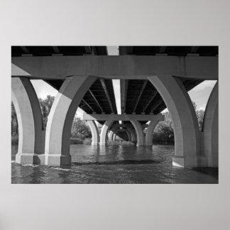 Debajo del puente posters