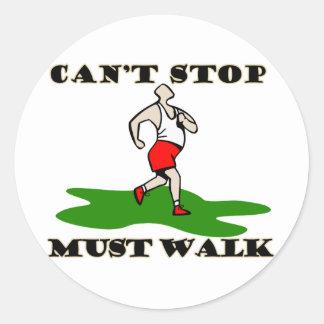 Debe caminar etiqueta redonda