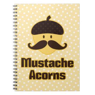 (Debe esconder) las bellotas del bigote Spiral Notebooks