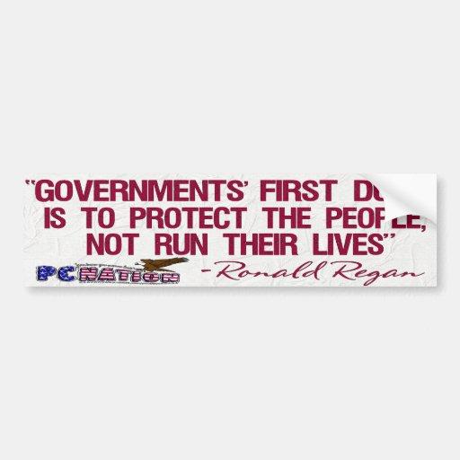 Deber de los gobiernos de la cita de Ronald Regan  Etiqueta De Parachoque