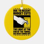 Debido a los recortes presupuestarios, la luz en e adorno de reyes