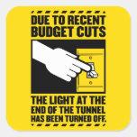 Debido a los recortes presupuestarios, la luz en e colcomanias cuadradas