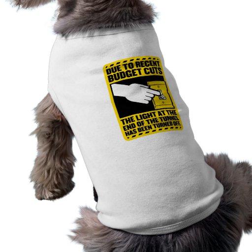 Debido a los recortes presupuestarios, la luz en e camisa de mascota