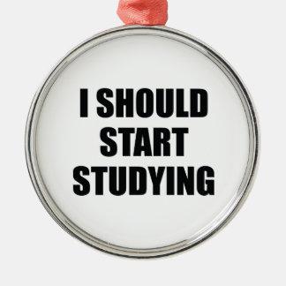 Debo comenzar a estudiar adorno para reyes