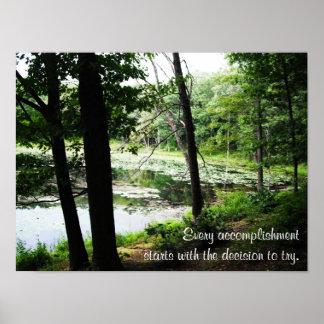 Decida intentar la foto de la corriente del bosque póster
