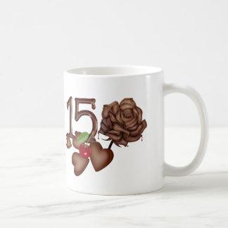 décimo quinto chocolate del cumpleaños subió y taza clásica