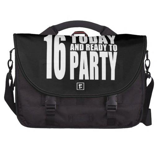 Décimosexto cumpleaños divertidos: 16 hoy y aliste bolsas de portatil