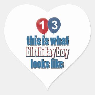 décimotercero diseños años del cumpleaños pegatina en forma de corazón