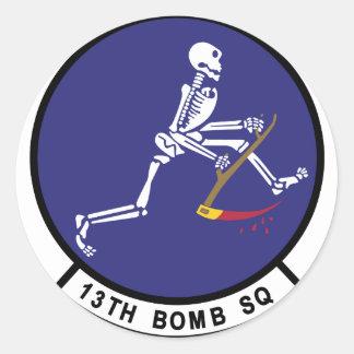 décimotercero Escuadrilla de la bomba Pegatina Redonda