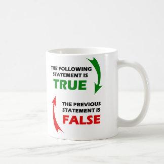 Declaraciones verdaderas y falsas taza clásica
