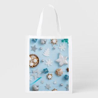 Decoración azul del navidad en la madera bolsa reutilizable