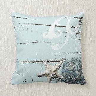 Decoración azul elegante romántica de la playa del cojín