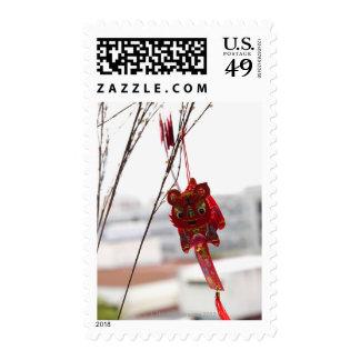 Decoración china del dragón que cuelga de rama sello postal