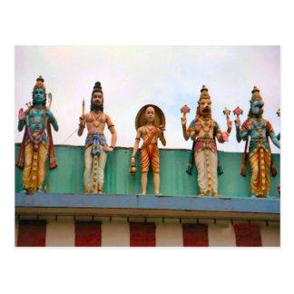 Decoración del templo hindú, devotos en el fascade postales