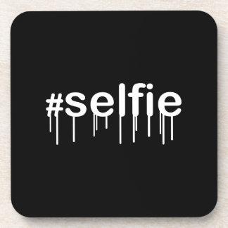 Decoración negra Drooling de Hashtag Selfie Posavaso