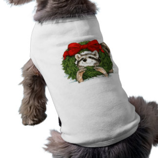 Decoración y mapache de la guirnalda del navidad playera sin mangas para perro