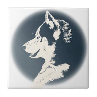 Decoración y regalos fornidos del perro de trineo azulejo cuadrado pequeño