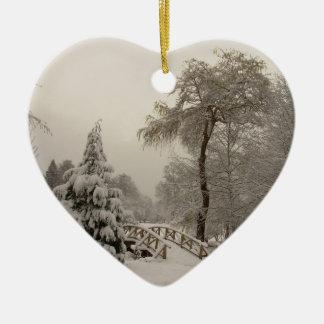 Decoraciones de los árboles de la nieve del adorno navideño de cerámica en forma de corazón