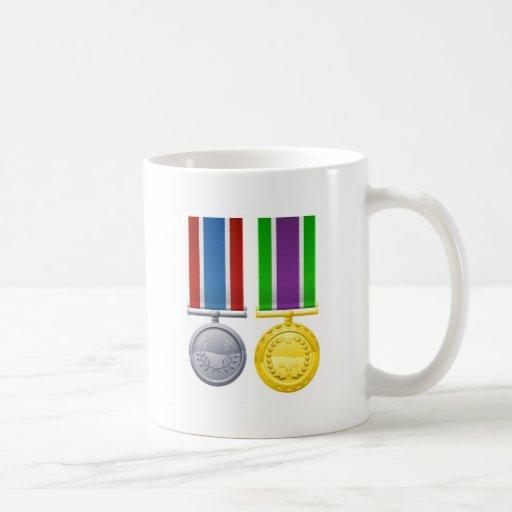 Decoraciones militares del estilo tazas de café