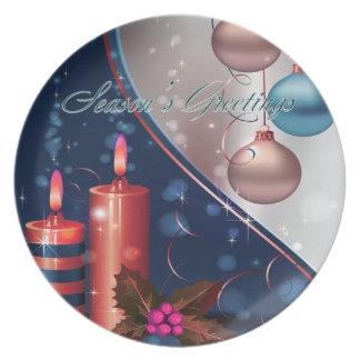 Decoraciones rojas y azules de la vela del navidad platos