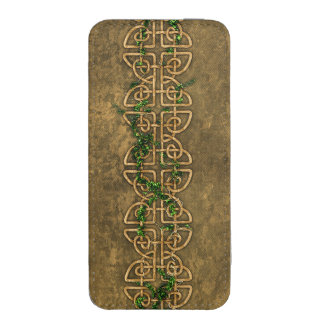 Decorative Celtic Knots With Ivy iPhone 5 Pouch