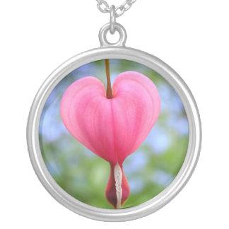 Dedicación: Collar del corazón sangrante