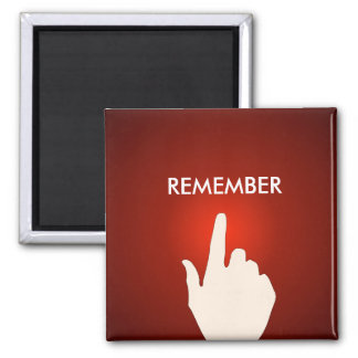Dedo en el imán rojo del botón que brilla intensam