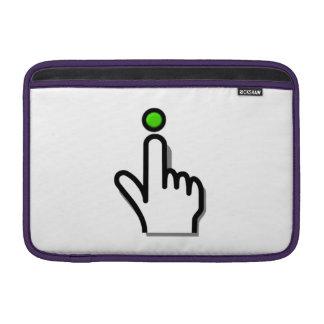 Dedo que empuja el botón funda  MacBook