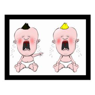 Dedo que señala al bebé del grito tarjetas postales
