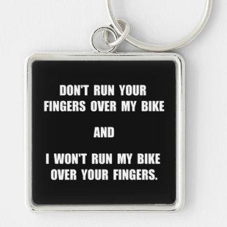Dedos de la bici llavero cuadrado plateado