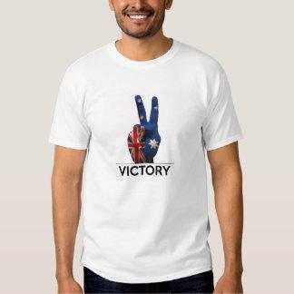 Dedos de la paz de la forma de V de la mano de la Camisas