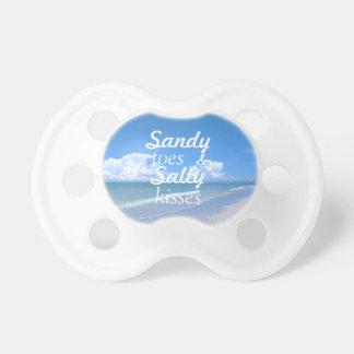 Dedos del pie de Sandy y besos salados Chupete