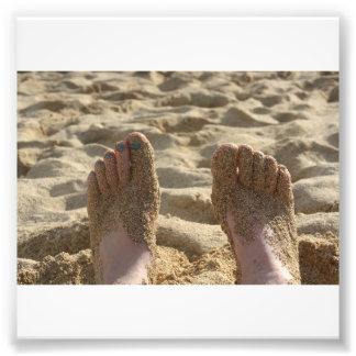 Dedos del pie en la arena fotografías